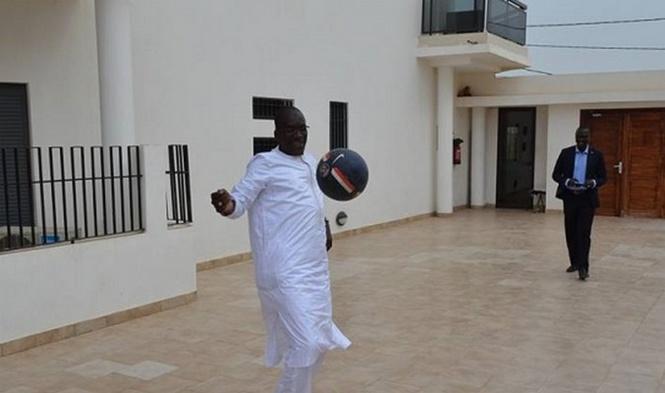 (Photos) Ce ministre qui a des talents de grand footballeur. Regardez