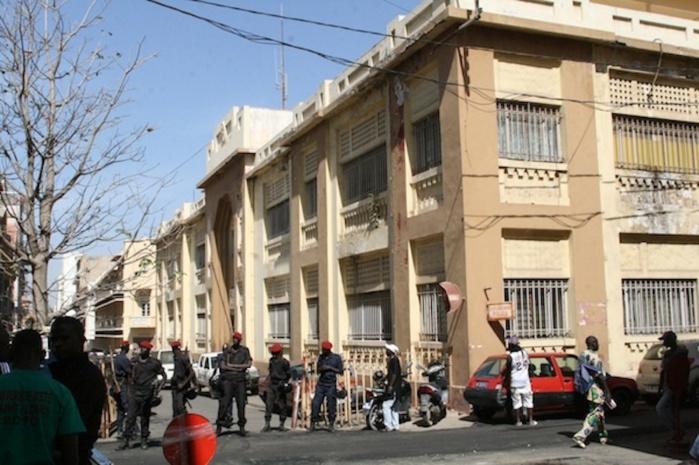 Le commissaire central de dakar alioune mamadou di ne - Grille indiciaire commissaire de police ...