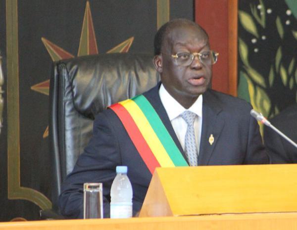 Assemblée nationale : Moustapha Niasse préside la séance le pied dans le plâtre