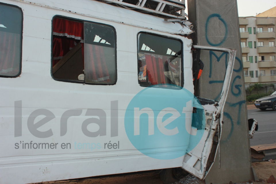 """Accidents graves sur l'autoroute: L'indiscipline de deux chauffeurs de car """"Ndiaga Ndiaye"""" fait de nombreux blessés"""