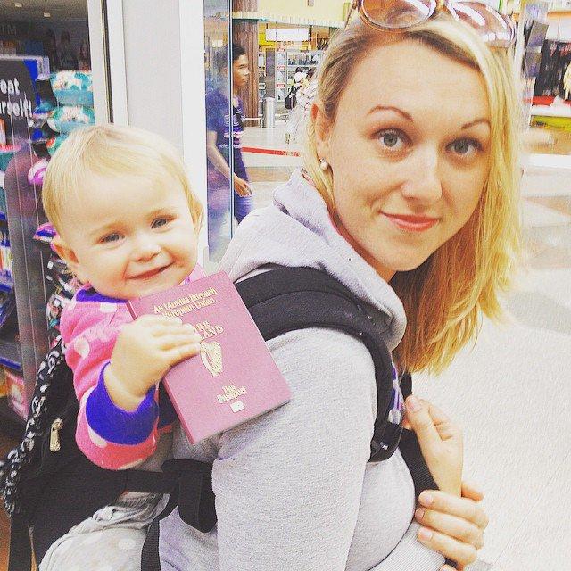 À 31 ans, elle part à l'aventure autour du monde avec son bébé d'à peine 10 semaines sur le dos ! Les photos sont à couper le souffle