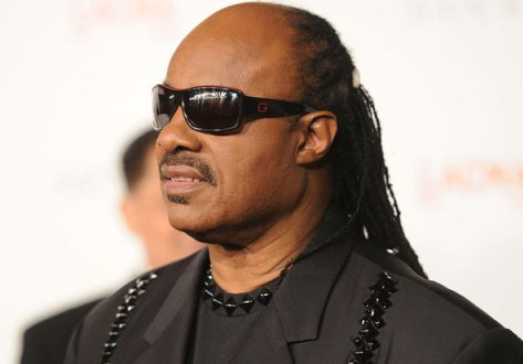 Stevie Wonder se moque gentiment des voyants