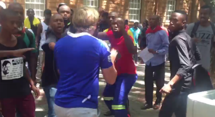 Violents affrontements entre Blancs et Noirs sur des campus sud-africains
