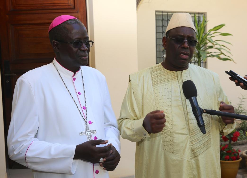"""Référendum: En visite chez le chef de l'Eglise, Macky Sall lance un appel au """"calme et à la non- violence"""""""