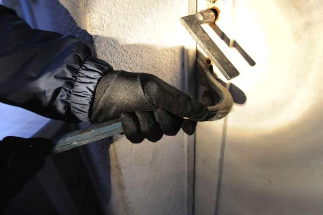 Colobane : Pris en flagrant délit de cambriolage, deux voleurs enfermés de l'extérieur par un voisin