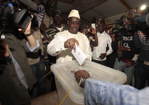 Macky Sall invite les Sénégalais à se remettre au travail après le référendum