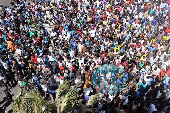 Victoire provisoire – Face à la pression populaire, la police retire son dispositif autour de Walfadjri