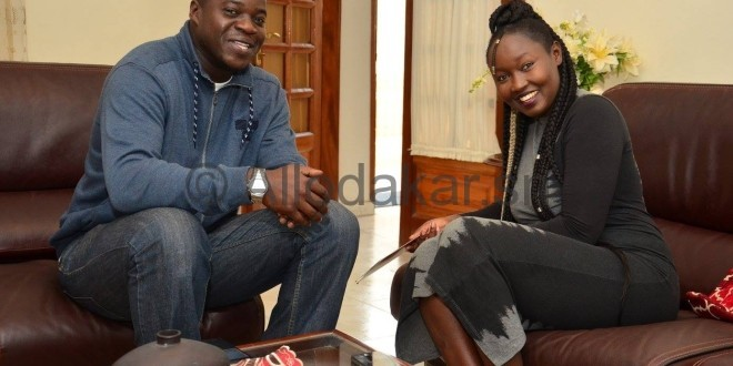 La chanteuse Maréma Fall en toute complicité avec son ami Demba Ndiaye