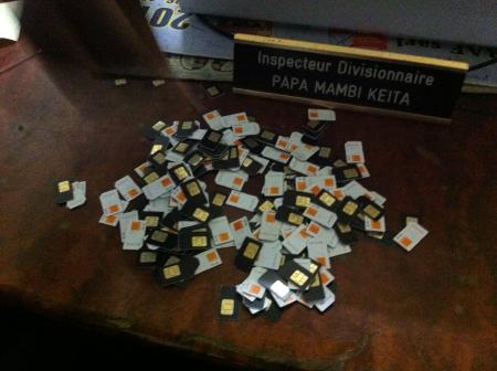 Vaste fraude sur les appels entrants : Plus de 4 000 puces saisies par la police
