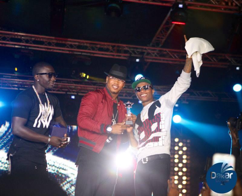 Le Bad Boy El Hadji Diouf sur scène au concert de Wizkid