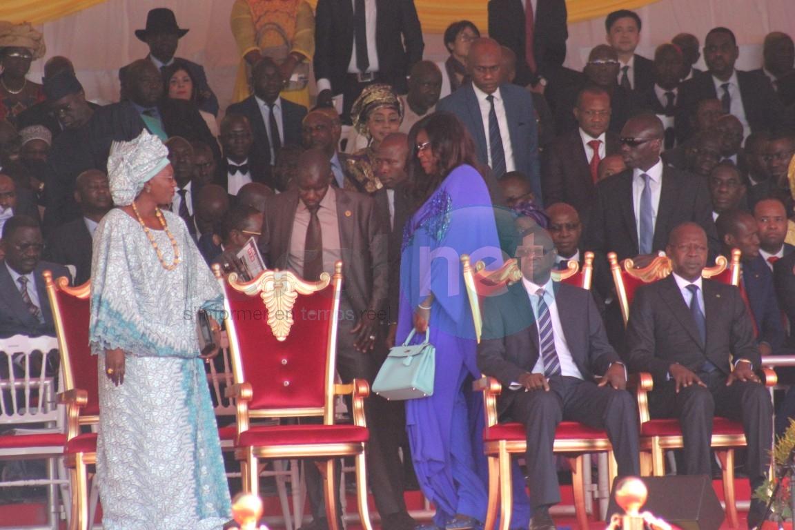Photos-Marième Faye Sall et Aminata Tall très complices au défilé du 4 avril