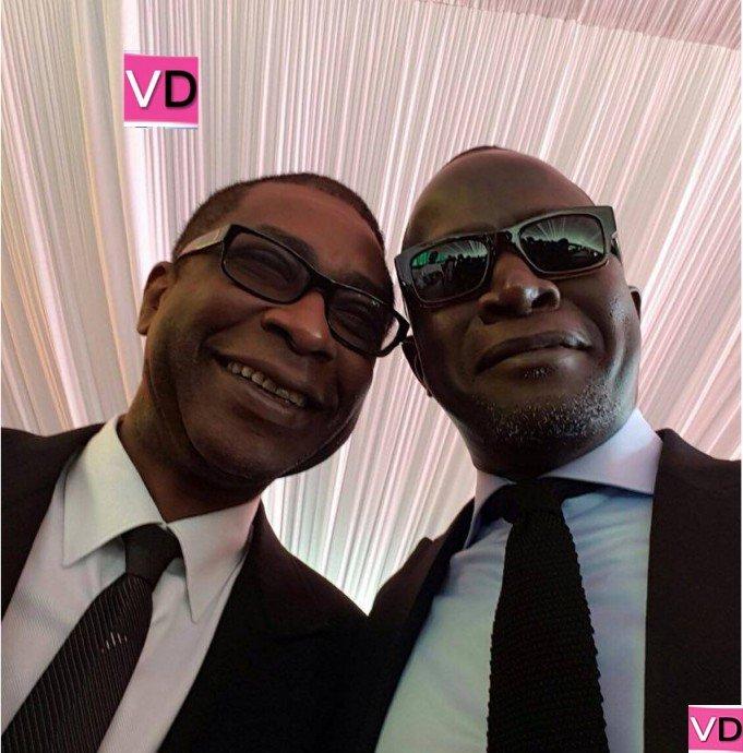 Youssou Ndour en toute complicité avec le ministre Yakham Mbaye