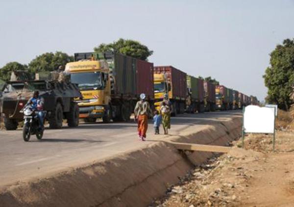 Au moins 24 camions sénégalais bloqués à la frontière sénégalo-gambienne