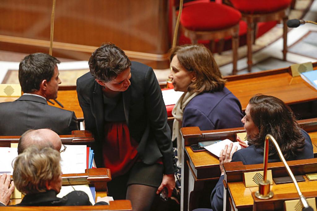 Accident de culotte à l'Assemblée... Najat Vallaud-Belkacem a eu chaud (photos)