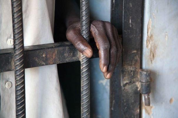 Gracié le 4 avril, il retourne en prison 10 jours après