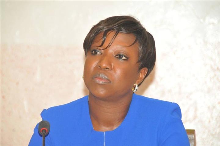 """Viviane Bampassy : """"Nous travaillons pour avoir un nouveau système de rémunération des agents de l'Etat"""""""