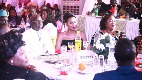 Mbaye Guèye EMG, dans son manteau de Lat Dior d'or 2016