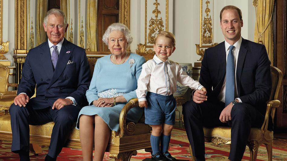 Le prince George toujours plus adorable dans un nouveau cliché officiel (Photo)
