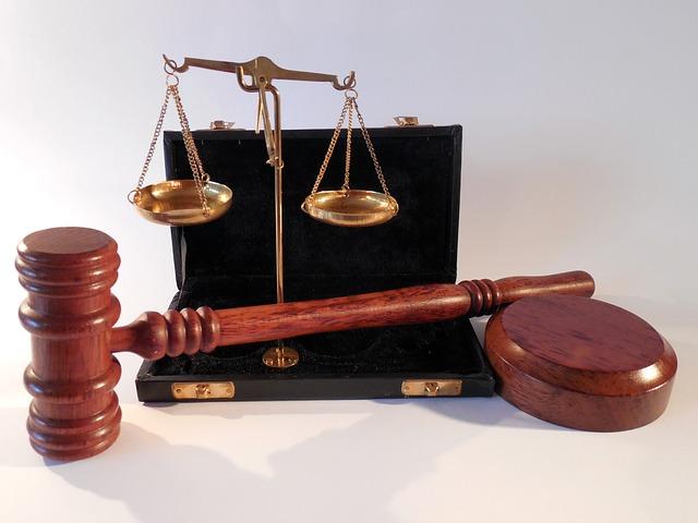 Elle accuse son copain de détournement de mineure, le juge découvre qu'elle a 20 ans et est mère d'un enfant de 2 ans