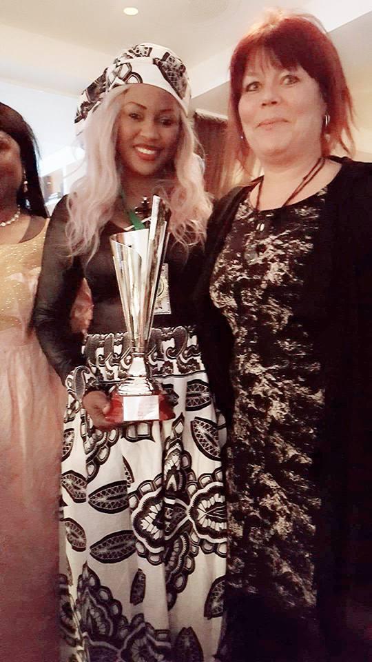 Photos-Gui-Gui toute heureuse après avoir reçu son trophée ''Lions of Africa'', à Oslo en Norvège