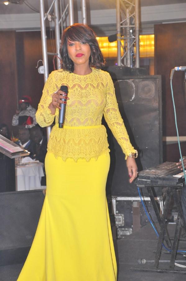 La reine du « Djolof Band » toute ravissante en jaune
