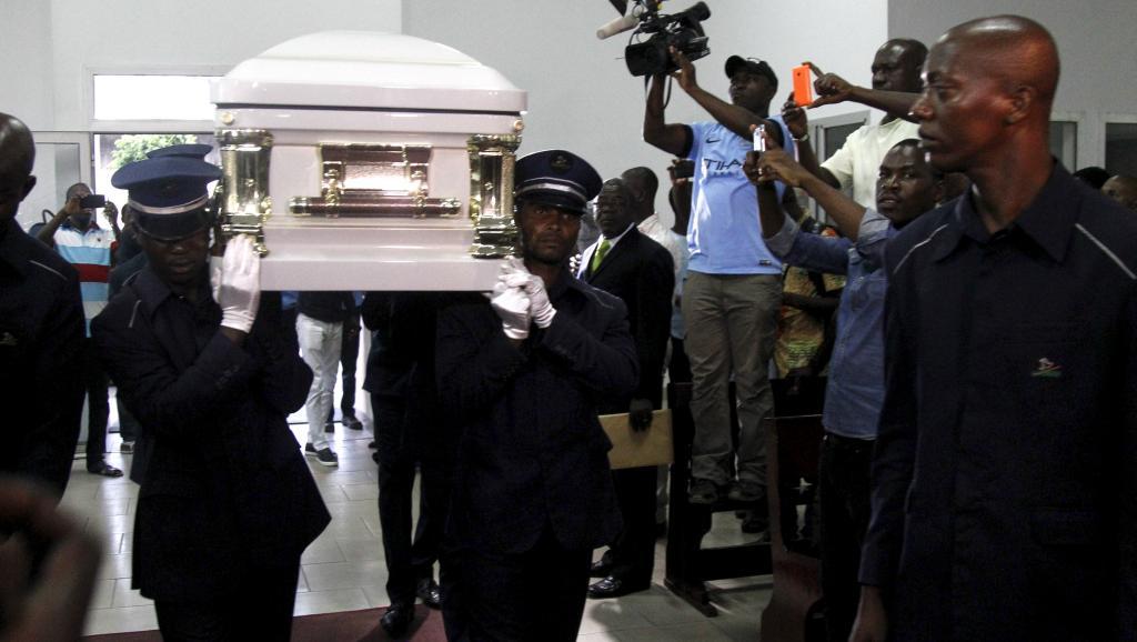 RDC: la dépouille de Papa Wemba est arrivée à Kinshasa