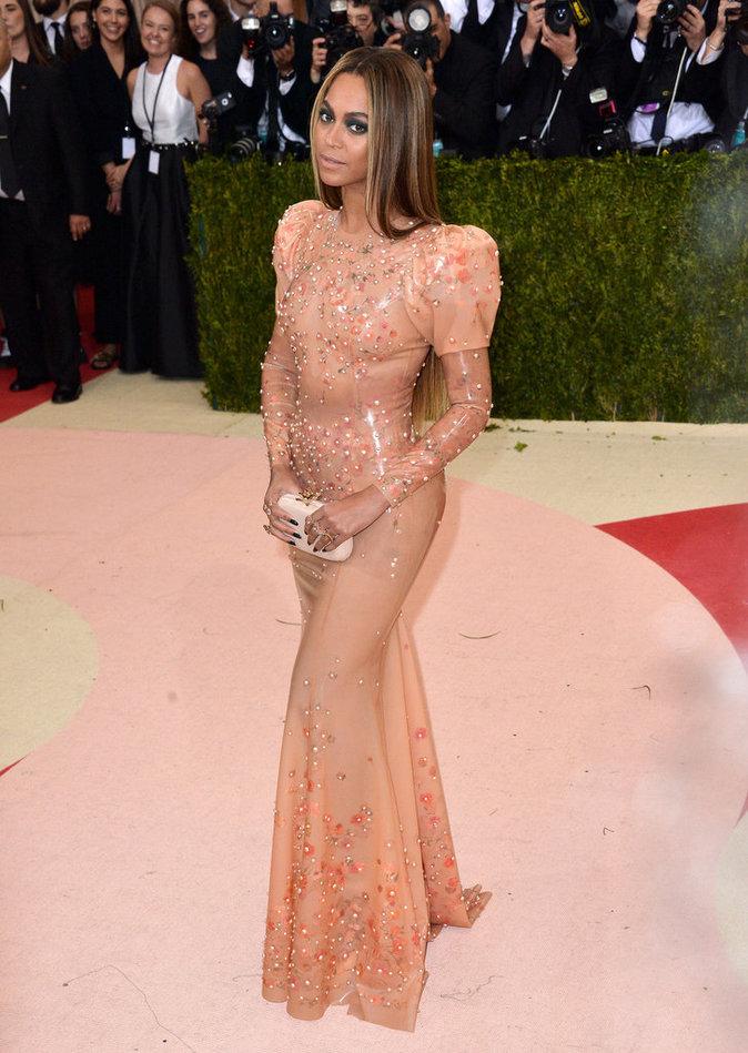 Met Gala 2016 - Beyoncé : une bombe en latex... délaissée par Jay-Z !