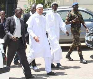 Karim et ses avocats en route pour la Crei avant son arrestation