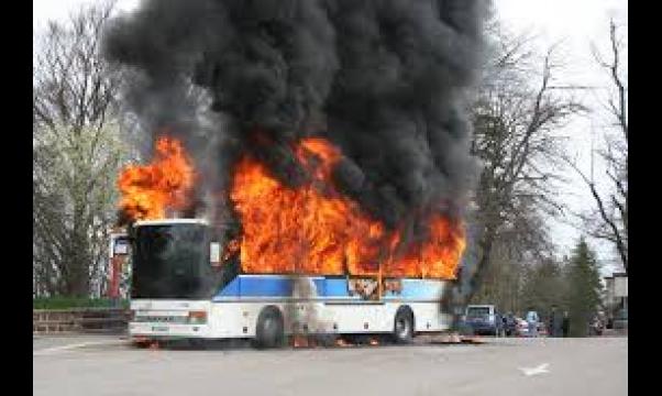 Un bus prend feu sur l'autoroute Seydina Limamou Laye : La grosse frayeur des passagers
