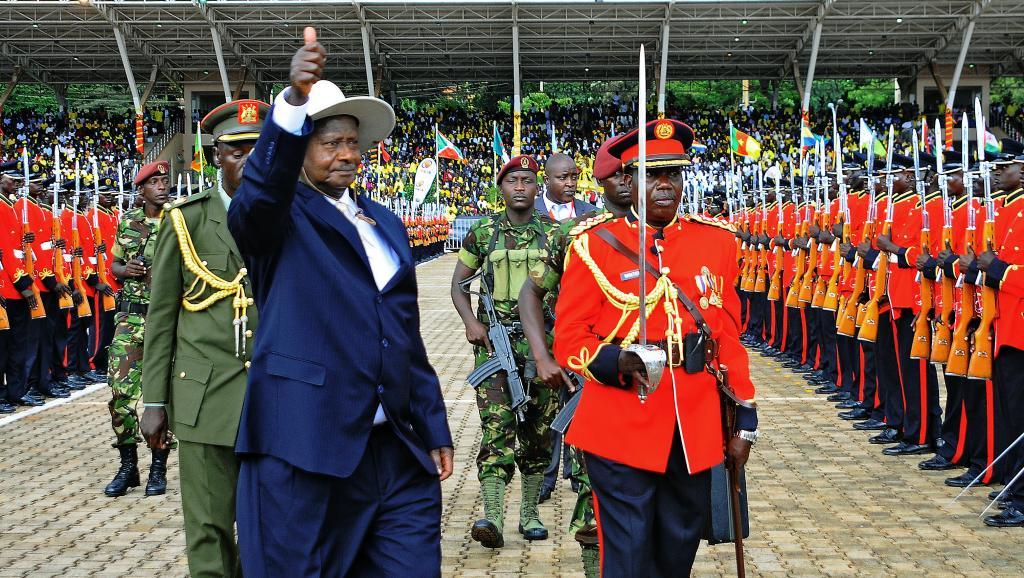 Ouganda : Le président Museveni qualifie la CPI de «corps inutile» lors de son investiture, les Américains boudent la cérémonie