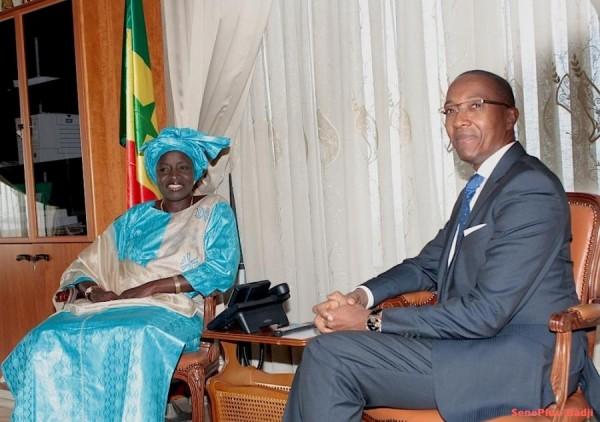 """Mimi Touré sur les propos d'Abdoul Mbaye : """"Je ne me rappelle pas que lui et le Chef de l'Etat aient gardé les vaches ensemble pour qu'il s'autorise ces propos déplacés"""""""
