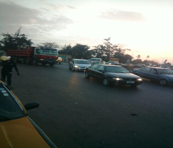 Rond point Sips : Une collision frontale entre un camion et un scooter fait un mort et un blessé grave
