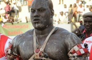 Le ministre des Sports Matar Bâ au chevet de Sa Cadior malade