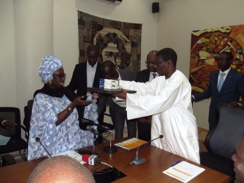 Projet d'appui à l'Enseignement Supérieur : L'Uemoa offre un lot de matériel informatique au Sénégal pour renforcer ses données statistiques