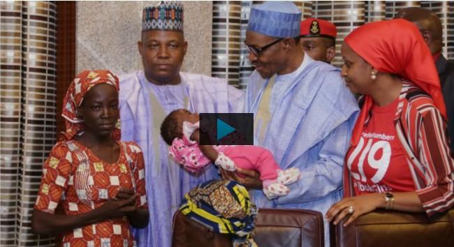Au Nigeria, la rescapée de Chibok reçue par le Président Muhammadu Buhari