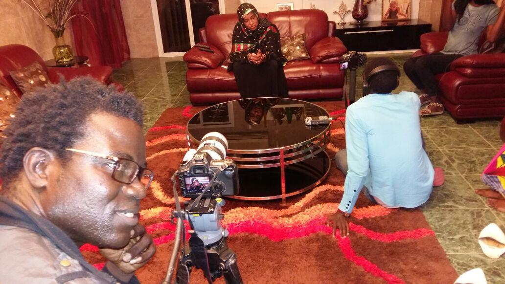 Le réalisateur Papis Niang Art bi mangeman  décroche une interview exclusive de Kiné Diouf Diaga la maman de Wally seck