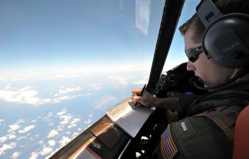 Crash du vol EgyptAir : le signal d'une boîte noire détecté en mer