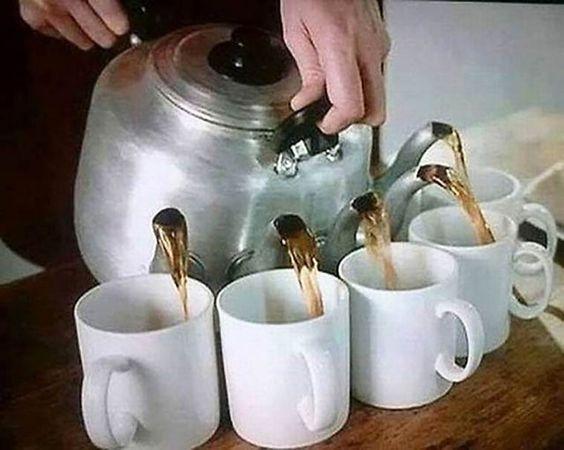 23 gadgets insolites pour boire son thé et son café : la théière multi-tasses est GÉ-NIALE !