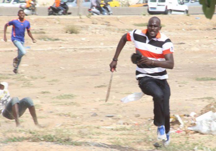 Violence dans l'arène : cinq individus en possession d'armes blanches arrêtés autour du stade Iba Mar Diop