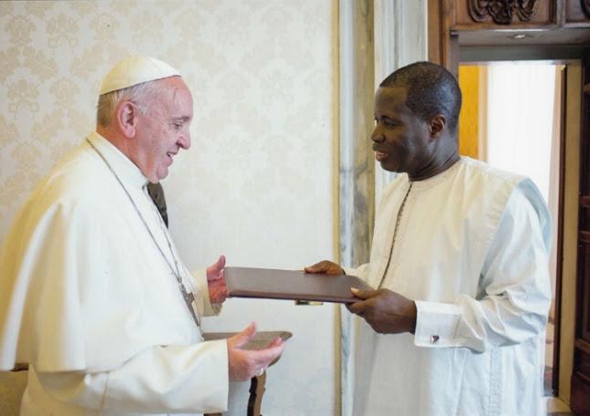 Nouvel Ambassadeur du Sénégal près le Saint-Siège, le commissaire Léopold Diouf a présenté ses lettres de créances au Pape François