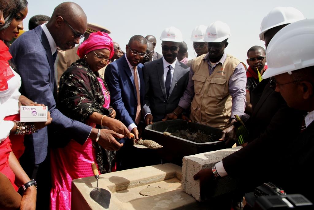 """Pose de la première pierre de """"Parenterus"""" : Les premiers flacons de perfusions « made in Sénégal » disponibles dans 18 mois"""