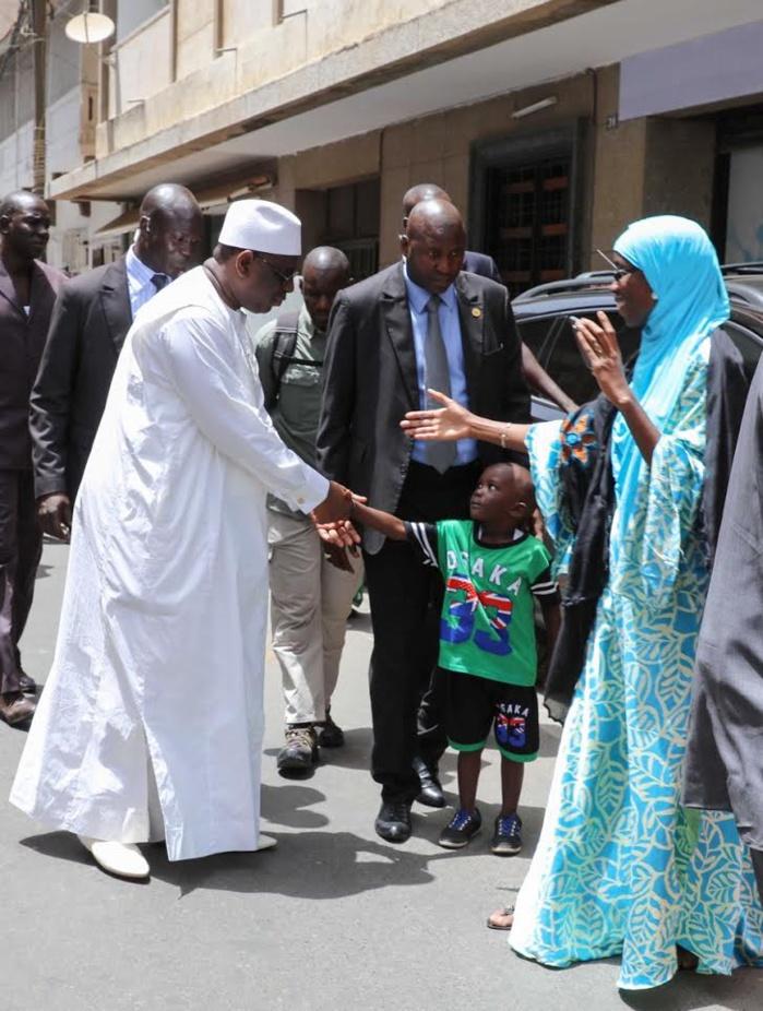 Incroyable, mais vrai! Le Président Macky Sall marche du Palais à la mosquée pour la prière du Vendredi