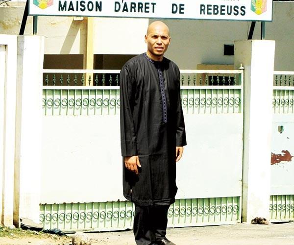Echos de Rebeuss : Karim Wade dit basta aux « visites et contacts »