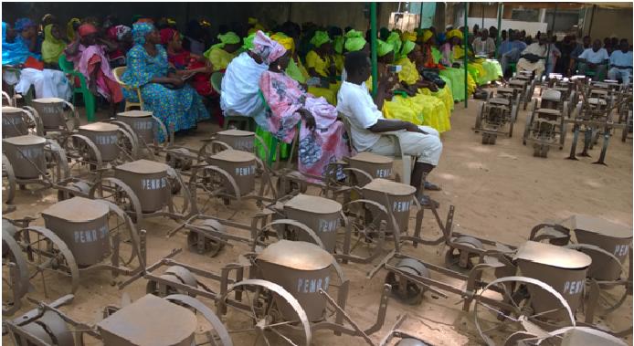 Pour booster la production agricole : Pape Abdoulaye Seck octroie 100 semoirs et 50 houes à la Fepromas de Paoskoto