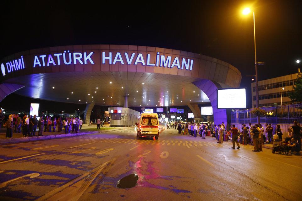 Turquie : Au moins 10 morts dans un double attentat suicide à l'aéroport d'Istanbul