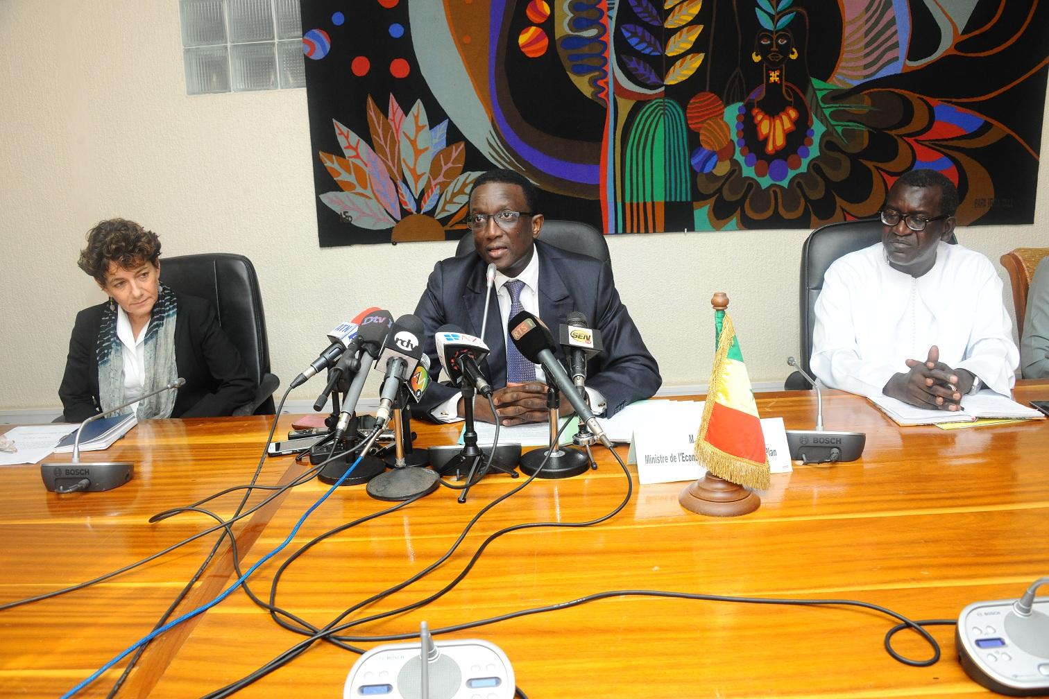 """Amadou Bâ, ministre des Finances : """"Ce financement additionnel de 12,7 milliards de francs Cfa permet de booster l'agriculture"""""""