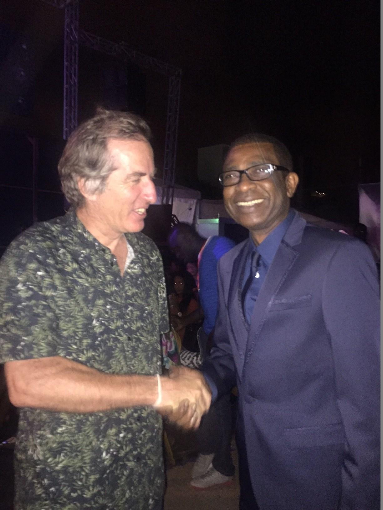 Youssou Ndour a offert à ses fans un grand concert au CICES en présence du nouvel ambassadeur de France au Sénégal, Christophe Bigot
