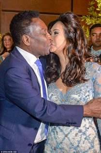 A 75 ans, le roi Pelé se marie pour la troisième fois