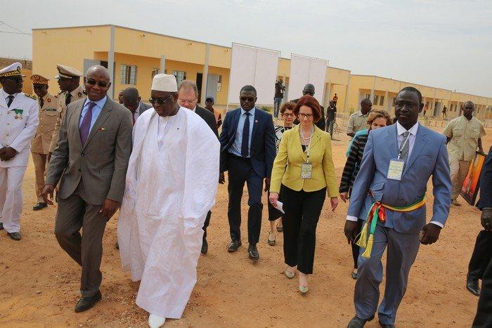 Cérémonie de pose de la première pierre du Lycée de Keur Massar : Serigne Mbaye Thiam reçoit les félicitations du Président Macky Sall