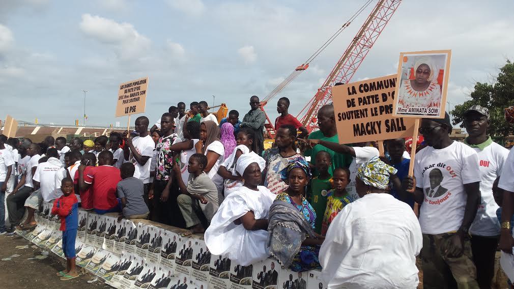 Accueil de Macky Sall à la Patte d'Oie - Aminata Sow du FNCF en première ligne quand la presse n'en a que pour El Pistolero